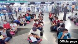 မေလးမွာ ျပစ္ဒဏ္က်ခံေနရသူ ၄၀၀ နီးပါး ျမန္မာႏုိင္ငံ ျပန္ပုိ႔ခံရ (Photo-ျမန္မာႏို္င္ငံျခားေရး၀န္ႀကီးဌာန)