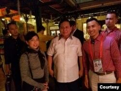 Poppy Budhiastuti (kiri) bersama Prabowo Subianto (Ketua Ikatan Pencak Silat Indonesia). (Foto: UPSF)