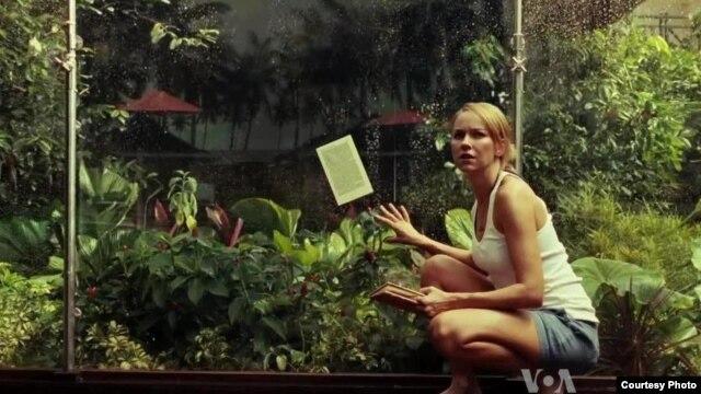 """Naomi Vots igra ulogu Marije u filmu """"Nemoguće"""" ."""