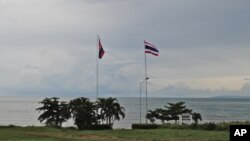 Cambodian and Thai flag poles on the Gulf of Thailand at Koh Kong-Trat border crossing between the two countries. The new visa exemption agreement raises hopes of increased trade and tourism between the two neighbors.
