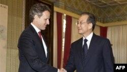 Bộ trưởng Tài chính Hoa Kỳ Timothy Geithner được Thủ tướng Ôn Gia Bảo đón tiếp tại Bắc Kinh, ngày 11/1/2012