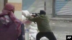 Şam'da hükümet kuvvetleriyle savaşan isyancılar