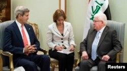 El secretario de Estado, de EE.UU., John Kerry, visitó Irak para reunirse con el presidente Fuad Masum, con quien conversó de la necesidad de enfrentar conjuntamente al grupo Estado islámico.