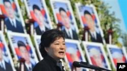Južnokorejska predsednica Park Geun-hje govori povodom treće godišnjice potapanja južnokorejskog ratnog broda Čeonan, za koje je osumnjičena Severna Koreja