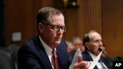 川普总统提名出任美国贸易代表的罗伯特.莱特希泽(Robert Lighthizer)在参议院的听证审议会上(2017年3月14日)