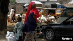 Wata mata da 'ya'yanta a Maiduguri