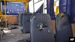 13일 우크라이나 동부 도네츠크 시에서 운행 중이던 버스가 포격을 받았다.
