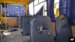 炮弹或导弹击中分离武装控制的顿涅茨克市以南一辆公交车