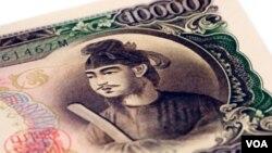 Ekonomi Jepang mengalami kesulitan akibat nilai mata uang Yen yang kuat.