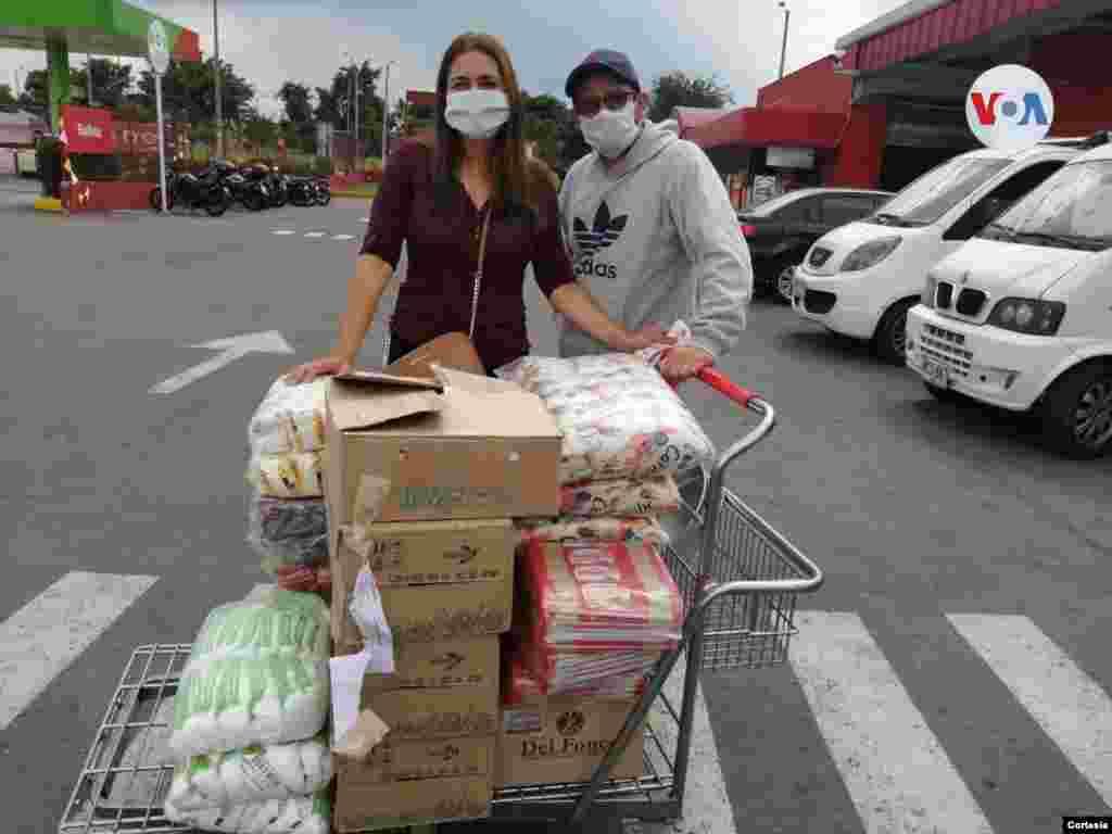 Diana Gutiérrez convocó a sus familiares y amigos para unirse y llevar alimentos a las personas más necesitadas en Bogotá. [Foto: Diana Gutiérrez]