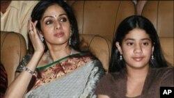 فلمی دنیا میں سری دیوی کی واپسی، بیٹی بھی مد مقابل