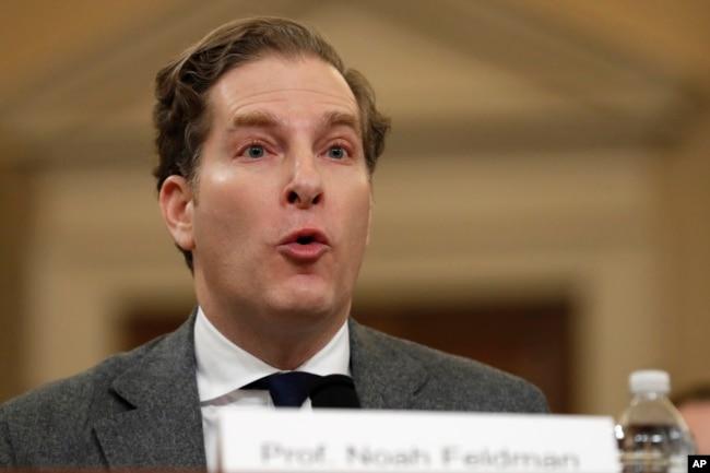Noah Feldman, profesor de Derecho de Harvard testifica en la audiencia de juicio político al presidnete Donald Trump en la Comisión Judicial de la Cámara de Representatnes de EE.UU. el miécoles, 4 de diciembre de 2019.