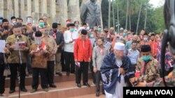 Sejumlah Tokoh Deklarasikan Koalisi Aksi Menyelamatkan Indonesia (KAMI) di Tugu proklamasi, Selasa, 18 Agustus 2020. (Foto: Fathiyah Wardah/VOA)