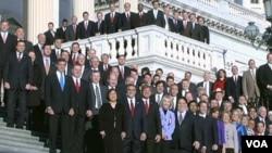 En al nueva legislatura, los republicanos tienen ventaja de 242-193 en la cámara baja.