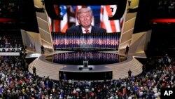 미국 클리브랜드에서 열린 공화당 전당대회 마지막 날인 21일, 도널드 트럼프가 대선후보 수락연설을 하고 있다.
