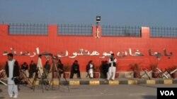 پاکستاني طالبانو څه موده مخکې د پاچا خان پر پوهنتون برید وکړ او شاوخوا ۲۰ تنه یې ووژل.
