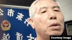 2020年9月12日,上访维权者姜家文从北京被截访人员带到丹东元宝区七道派出所 (姜家文分享图片)
