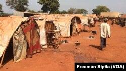 Une vue du site des déplacés de PK3 à Bria, février 2017. (VOA/Freeman Sipila)