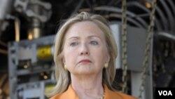 La secretaria Clinton visitó la planta de electricidad de Symbion, en Dar es Salaam, la capital de Tanzania.