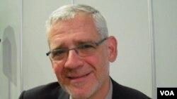 El doctor Julio Montaner cree que el odio contra homosexuales impide avanzar en programas de salud y pruebas del SIDA.
