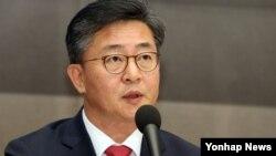 홍용표 한국 통일부 장관. (자료사진)