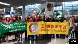台灣民進黨主席蔡英文31號離開洛杉磯抵達芝加哥,受到芝加哥當地的台灣僑界熱烈歡迎。(視頻截圖)