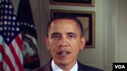 Presiden Obama menyangkal kritik bahwa pemerintahannya kurang terlibat dalam penghentian kebocoran minyak.