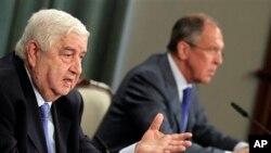 Ngoại trưởng Syria Walid Moallem (trái) và Ngoại trưởng Nga Sergey Lavrov trong một cuộc họp báo tại Moscow.