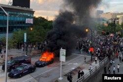 Zapaljen policijski automobil u Atlanti, 29. maj 2020.