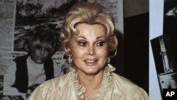 Sin ningún talento especial, ni serie de televisión exitosa, Zsa Zsa logró una destacada carrera simplemente siendo Zsa Zsa. Este retrato fue tomado en 1978.