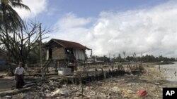 지난 달 버마 서부 시트웨에서 종파간 분쟁 중 발생한 방화로 불 탄 집터.