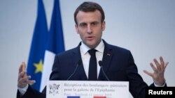 ARSIP – Presiden Perancis, Emmanuel Macron, berpidato dalam sebuah acara di istana Elysee di Paris, Perancis, 11 Januari 2019 (foto: Ian Langsdon/Pool via Reuters)