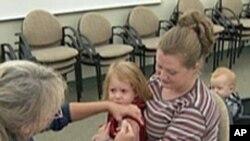 美国儿童在接受疫苗注射