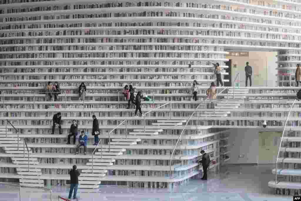This picture taken on November 14, 2017 shows people visiting the Tianjin Binhai Library.