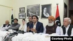 افطار اجلاس کے بعد سیاسی رہنما نیوز کانفرنس سے خطاب کر رہے ہیں