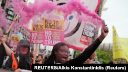 Участники лондонских протестов против визита президента Трампа в Великобританию