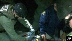 Amerikan güvenlik ajanları Cokar Tsarnev'i yakaladıklarında üzerinde bomba ararken