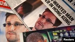6月11日香港报纸的头版上印着斯诺登和美国总统奥巴马的照片