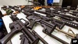 Prohibición de cargadores con capacidad para más de 10 tiros y de fusiles semiautomáticos.