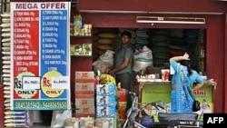 Một số chính quyền tiểu bang cũng chống đối sự gia nhập của các siêu thị ngoại quốc, và nói rằng hành động này sẽ khiến hằng triệu chủ các tiệm buôn bán nhỏ bị phá sản.