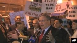 Manhattan borough president Scott Stringer speaking at an anti-gas-drilling rally in New York