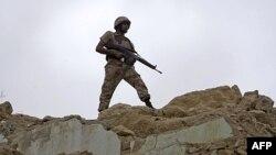 Veliki deo vojne pomoći SAD odlazi na pakistanske vojnike duž granice sa Avganistanom, koja se smatra uporištem pripadnika terorističkih organizacija