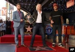ریچارد برانسون در کنار لنس بس و بن هارپر