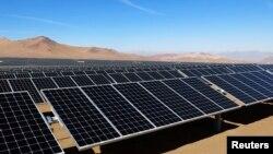 Những tấm năng lượng mặt trời ở Atacama, Chile. Hình minh họa.
