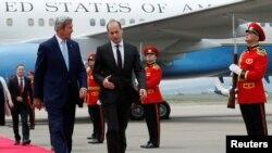 Ngoại trưởng Mỹ John Kerry (trái) và Ngoại trưởng Gruzia Mikheil Janelidze.