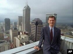 """ເຈົ້າຄອງກຳແພງນະຄອນ Indianapolis ທ່ານ Stephen Goldsmith ປັດຈຸບັນນີ້ເຮັດວຽກໃຫ້ແກ່ສະຖາບັນ Harvard Kennedy School's Ash Center ກ່າວວ່າ """"ຈະເປັນການທ້າທາຍທີ່ສຸດ"""" ແກ່ຫ້ອງການວັດຕະກຳໃໝ່ຂອງທ່ານ Kushner."""