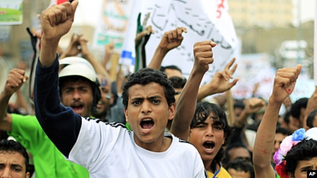 Anti-government protesters shout slogans during a demonstration demanding the trial of Yemeni President Ali Abdullah Saleh in Sana'a November 24, 2011.