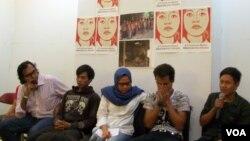 Para korban perbudakan di pabrik panci di Tangerang didampingi KontraS dan LPSK. (Foto: Dok)