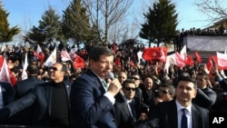 Turkish Prime Minister Ahmet Davutoglu speaks in Mardin, Turkey, Feb. 5, 2016.