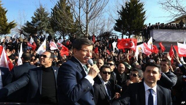 Turkish Prime Minister Ahmet Davutoglu speaks in Mardin, Turkey, Feb. 5, 2016.